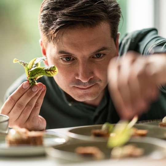 Fissler - Küchenchef Steffen Sinzinger - verfeinert Menü