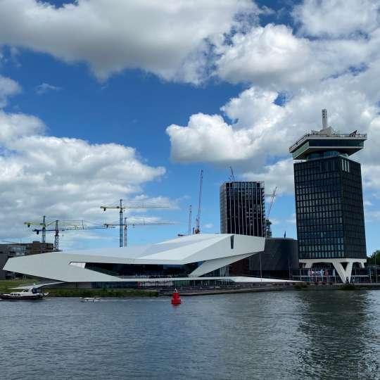 Amsterdam museum und lookout mit derSchaukel