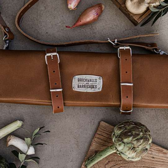 Brickwalls and Barricades The Classic Kniferoll Messertasche Whisky mood