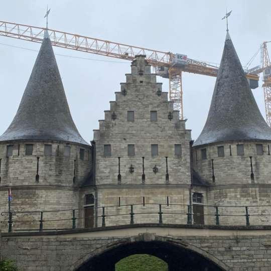 Eine kleinere Version des Holstentors in Gent