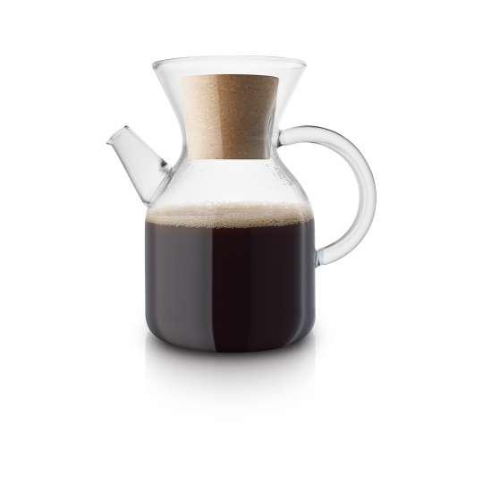 Eva Solo Pour over coffee maker mit Kaffee gefüllt