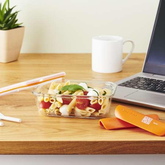 Mastrad Aufbewahrungsform geöffnet mit Salat gefüllt als Office Lunch –F 93xxx