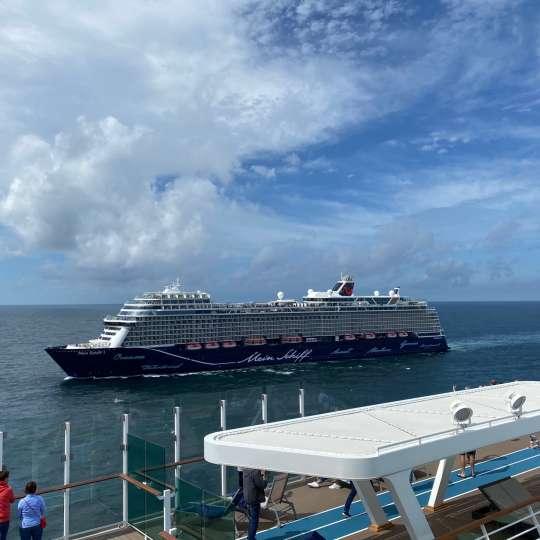 Flottentreffen und Begleitfahrt mit der Mein Schiff1