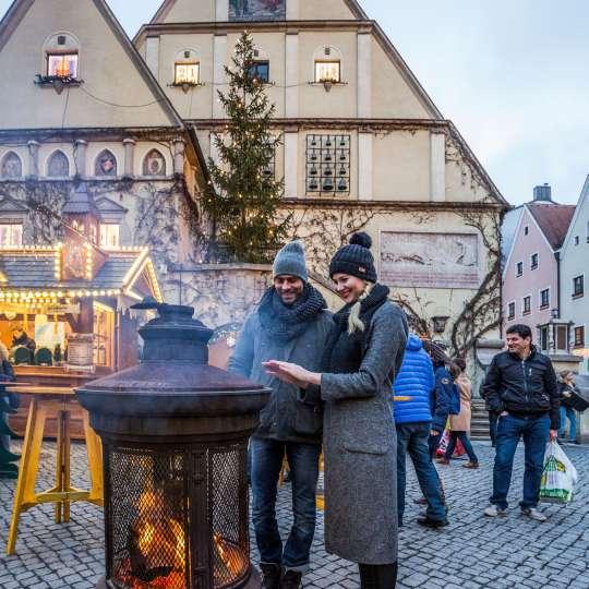 Weiden Holzfeuer auf dem Weidener Marktplatz
