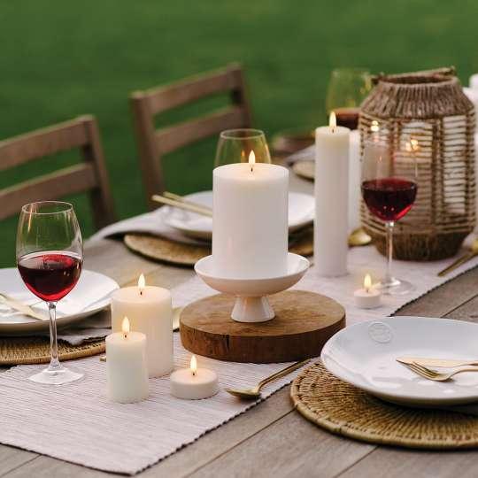 PIFFANY  LED-Kerzen beim gedeckter Tisch