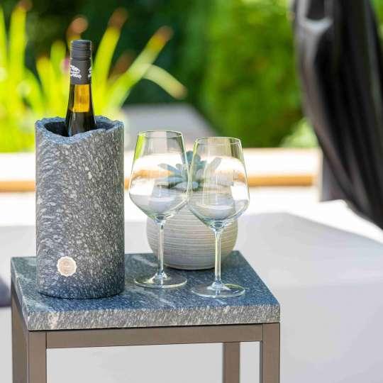 Rokstyle: Weinkühler aus Marmor mit Gläsern