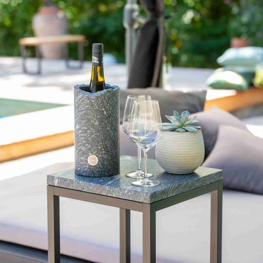 Rokstyle: Weinkühler aus Marmor mit Gläsern am Swimmingpool-RL013