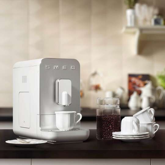 SMEG - Kaffeevollautomat BCC01WHMEU weiß - Kaffeebohnen