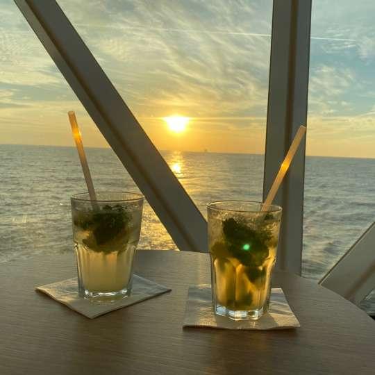 "Sundowner... ""Mojito Royal"" in der Diamant-Bar"