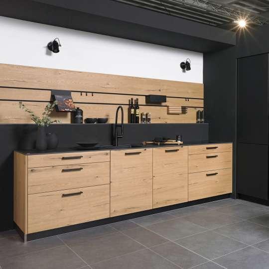 Mix aus keramischen Fronten und Echtholz-Furnieren von Villeroy und Boch