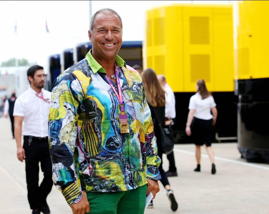 Germens Artfashion: Moderator Kai Ebel trägt GERMENS Hemden - Mood Modell 'Alnuso'