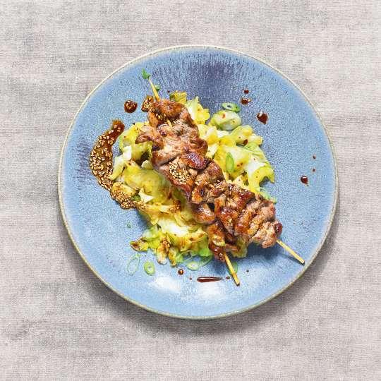 Spitzkohl-Gurken-Kimchi mit Rinder-Sates