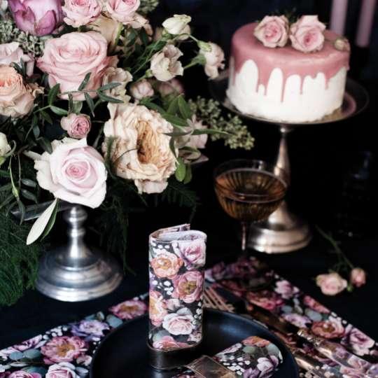 Ambiente Europe:: Vintage Flowers Tisch Set vor Torte