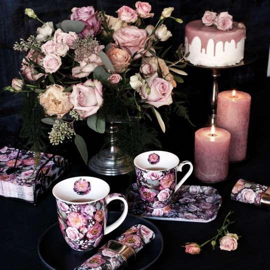 Ambiente Europe:: Vintage Flowers Henkelbecher und Kerzen vor Torte