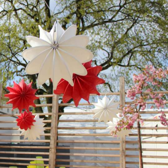 Zeit für Frühling bei barlooon - Outdoor-Lampion weiss und rot, S, Mood 1