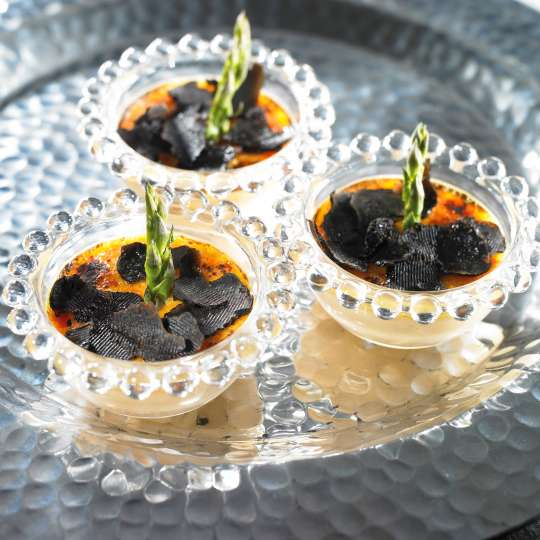 Crème brûlée mit Spargel und Trüffel