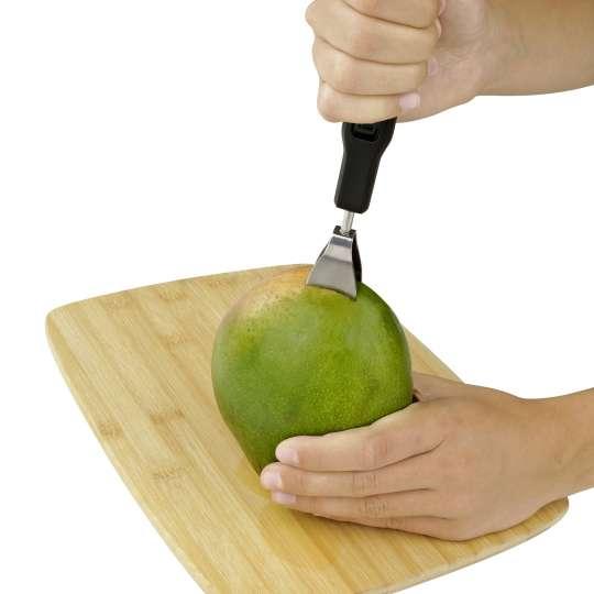 Mangogabel - Die Frucht aufspießen und festhalten