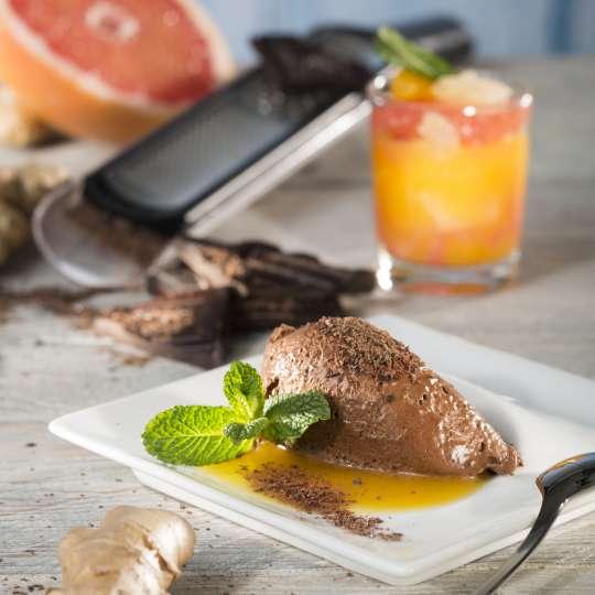 GEFU Ingwer-Schokoladenmousse mit Zitrusfruchtkompott hochformat