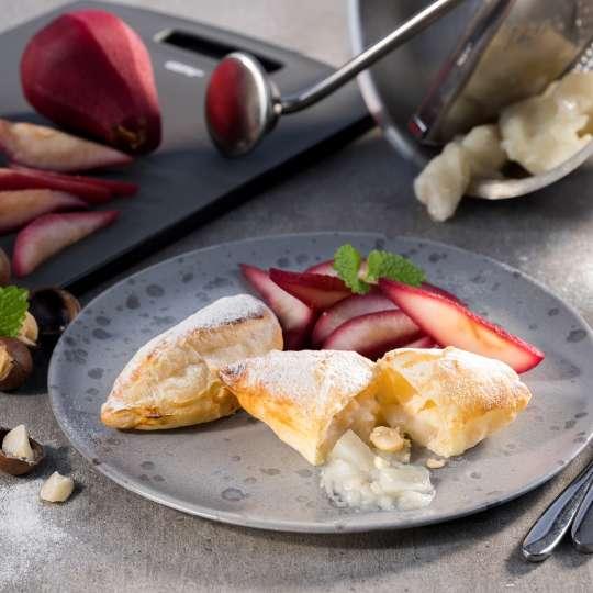 Blätterteigtaschen mit Birnen-Macadamia-Füllung