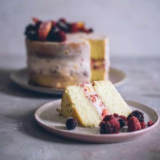 Sommerrezept  -Topfen Torte mit Früchten