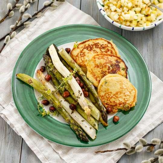 Ofenspargel mit Apfelvinaigrette & Kartoffel Pancakes mit Parmesancreme