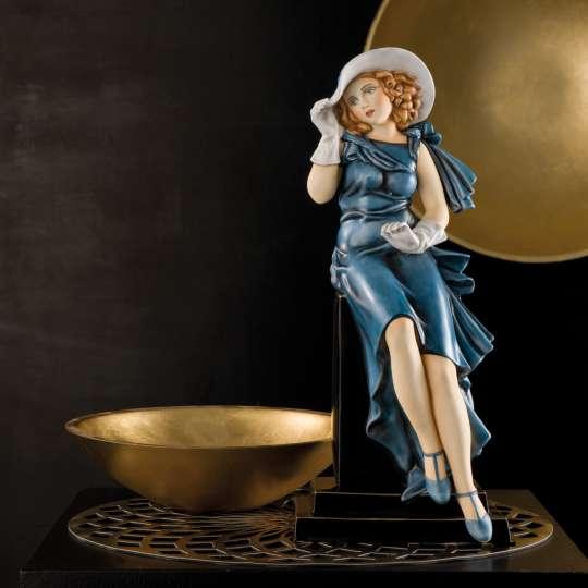 Artis Orbis Woman with Gloves - Porzellanfigur