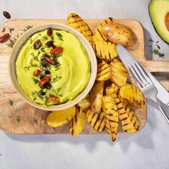 Avocado-Bohnen-Dip mit Grillkartoffeln