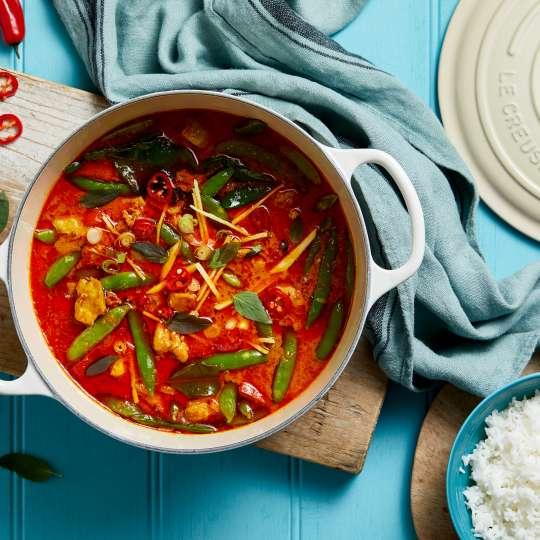 Le-Creuset-Rotes-Thai-Curry-mit-Huhn-Thailand