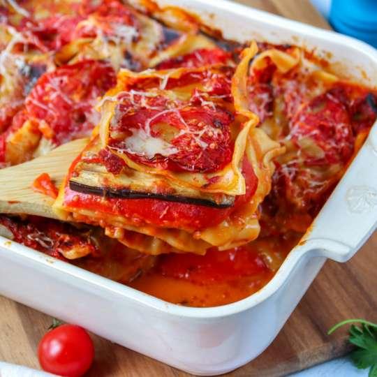 Mediterrane Lasagne mit Auberginen, Tomaten, Zucchini und Paprika