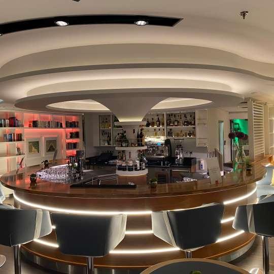 Hanseatic Inspiration - Observation Lounge ... Service nur am Platz
