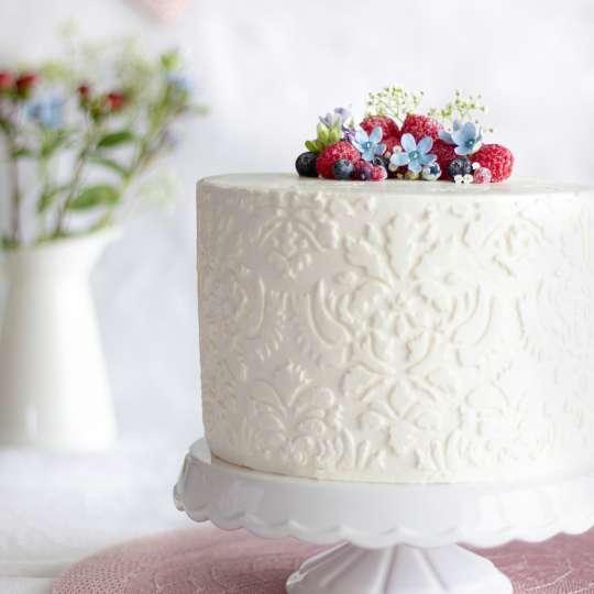 Vanille-Layer-Cake mit Himbeeren