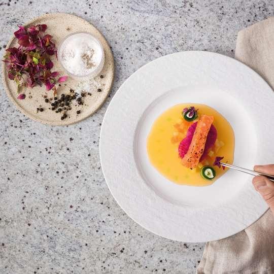 Villeroy & Boch - weiss - Rezept Vorspeise - Hot-Smoke BBQ-Lachs und Gurkenröllchen mit Limonencreme