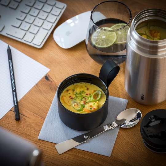 GEFU - Zitronengras-Curry-Suppe mit Gemüse und Garnelenstücken / quer