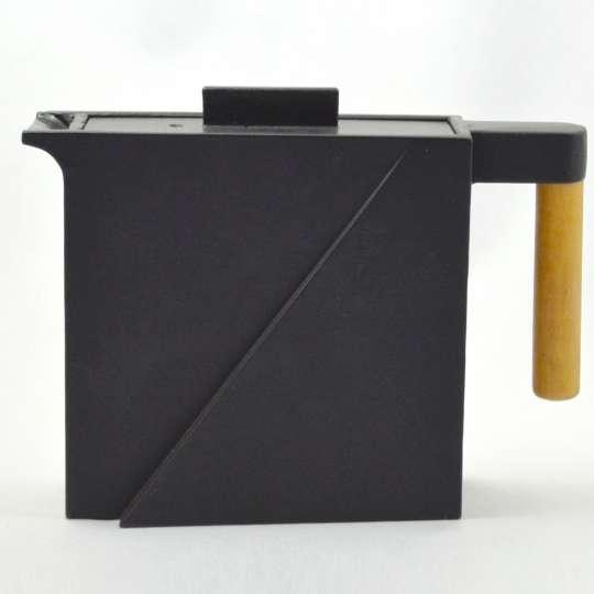 JA-UNENDLICH: Teekannen aus Gusseisen, Bauhaus, Modell Fuchi, 0,7 l, 9000