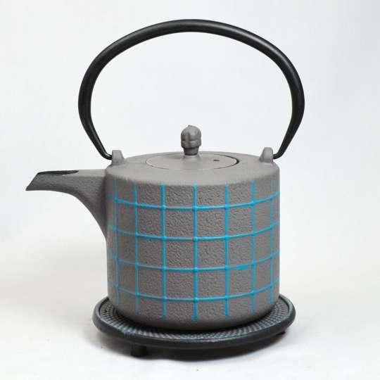 JA-UNENDLICH: Teekannen aus Gusseisen, Bauhaus, Modell KoGane, 0,8 l, mit Untersetzer, 9949-9902