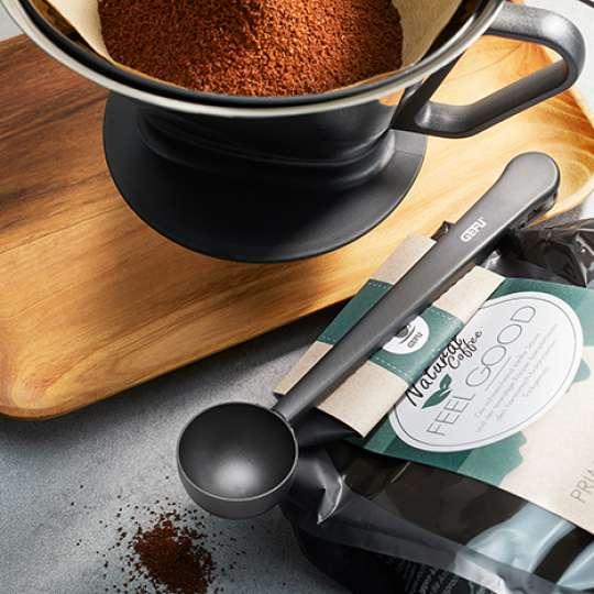 Zwei in eins: CLIPPO vereint Kaffeelöffel und Verschluss für Kaffeepackung