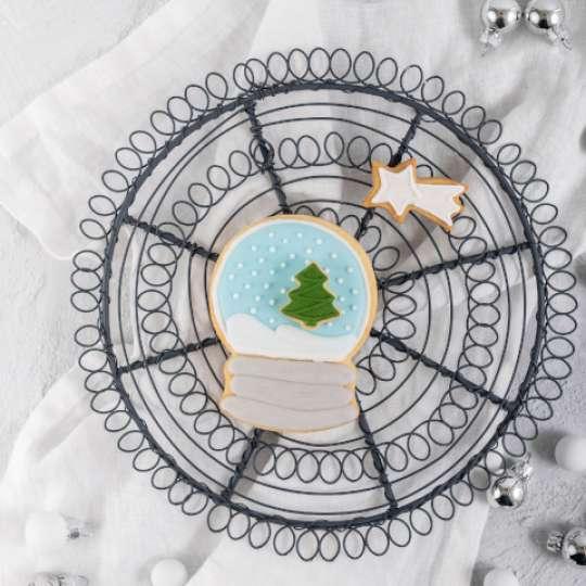 White Christmas Baking: winterliche Ausstecher von Dr. Oetker