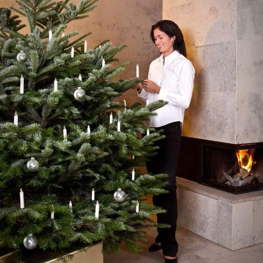 Weichnachsbaum mit Lumix-Kerzen