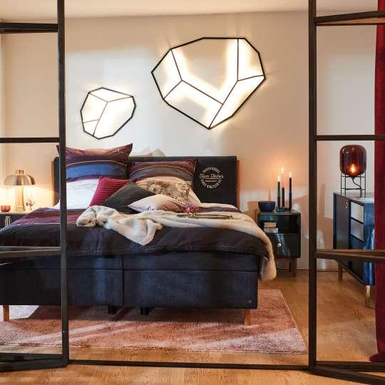 Stadtwohnung – NAVY & PURPLE BEDROOM