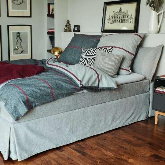 Architektenhaus – GREY & BORDEAUX BEDROOM