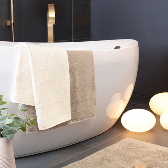 Badteppich und Handtücher