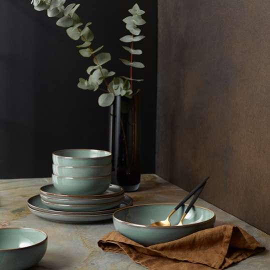 Schalen und Teller
